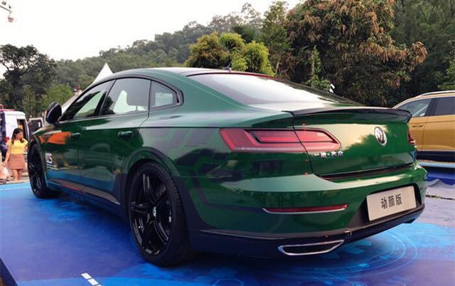 颜值最出众的一款车,绿色车身,无框车门,配2.0T发动机