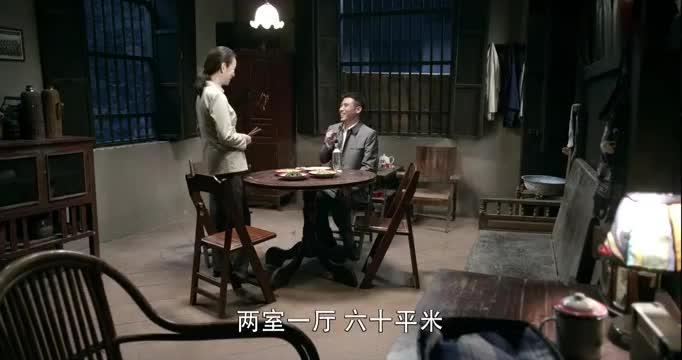 刘全有分到了房子,不管李国生在复习功课,非要找他喝一杯