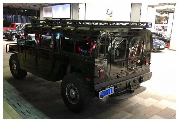 挂5个1的悍马H1,当年要价2百万,车主曾风光一时!