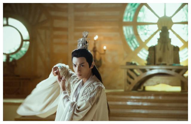 男星古装造型谁最帅?当看到图五后,网友称:不愧是古装小王子