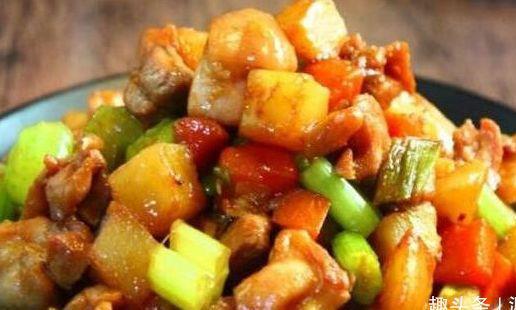 精选美食:鸡丁炒土豆,五香大辣片,口水鸡,秋葵炒蛋的做法