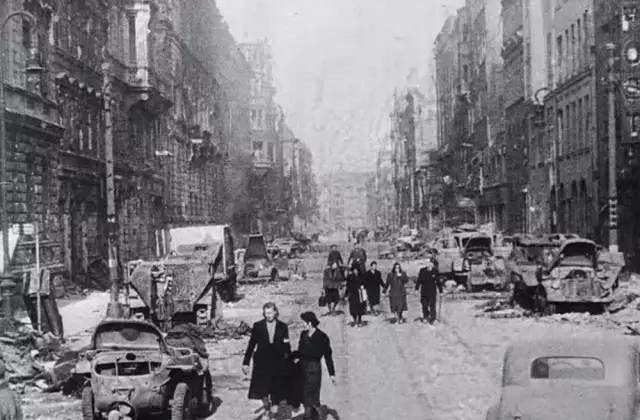 被战火摧毁的城市,实拍德国战败后的柏林