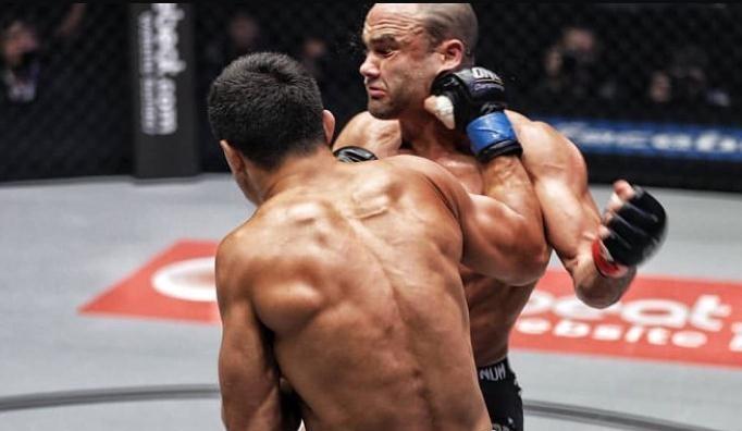 UFC 前王者阿尔瓦瑞兹倒下了,他还能站起来吗?
