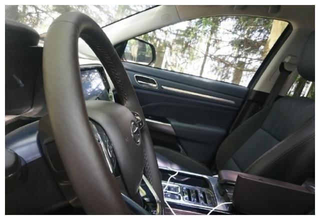 新款广汽传祺GS8内饰谍照 科技感提升