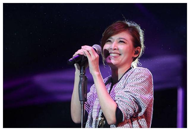 4个49岁女星,李嘉欣、苏慧伦、郭可盈都老了,而她却像33岁