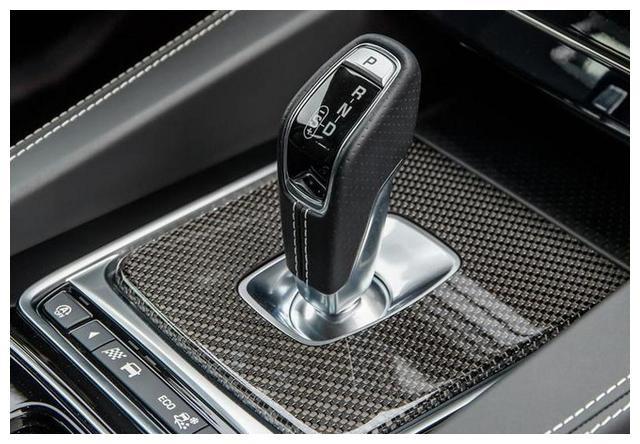 捷豹新款F-PACE SVR实车曝光!外观升级,比奔驰GLC 63还帅