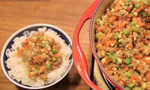 一看就会的懒人咖喱肉臊饭做法,2碗米饭不够吃,真正的下饭神器