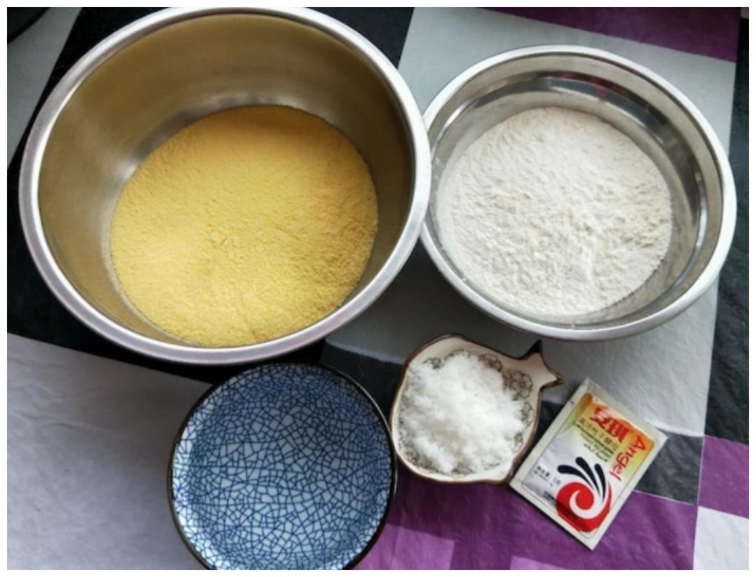 玉米面窝窝头(碗夹配菜)