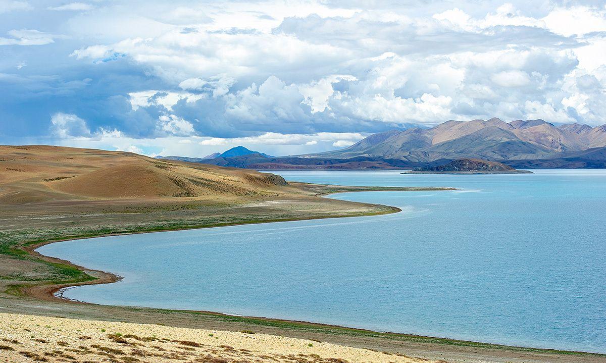 西藏相邻的两座高原湖,命运截然不同,一边圣湖另一边却是鬼湖