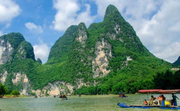广西壮族自治区的漓江,美景如同仙境,让人过目不忘