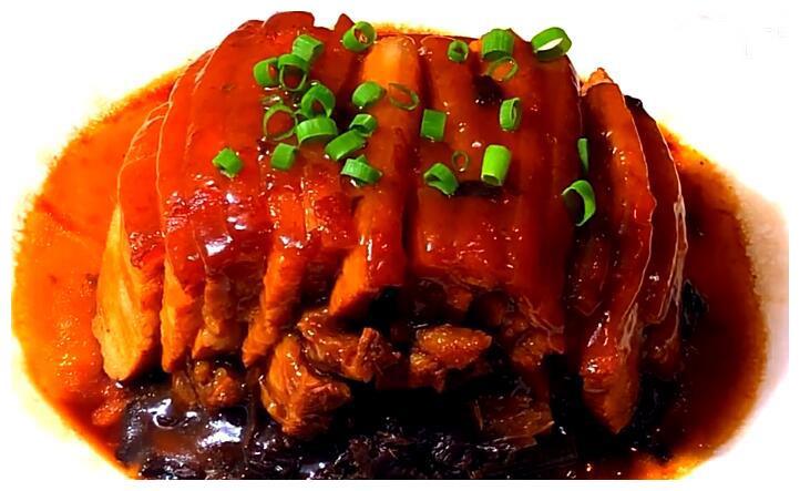 做梅菜扣肉时,牢记3个小技巧,鲜香美味,香气扑鼻,做法超简单