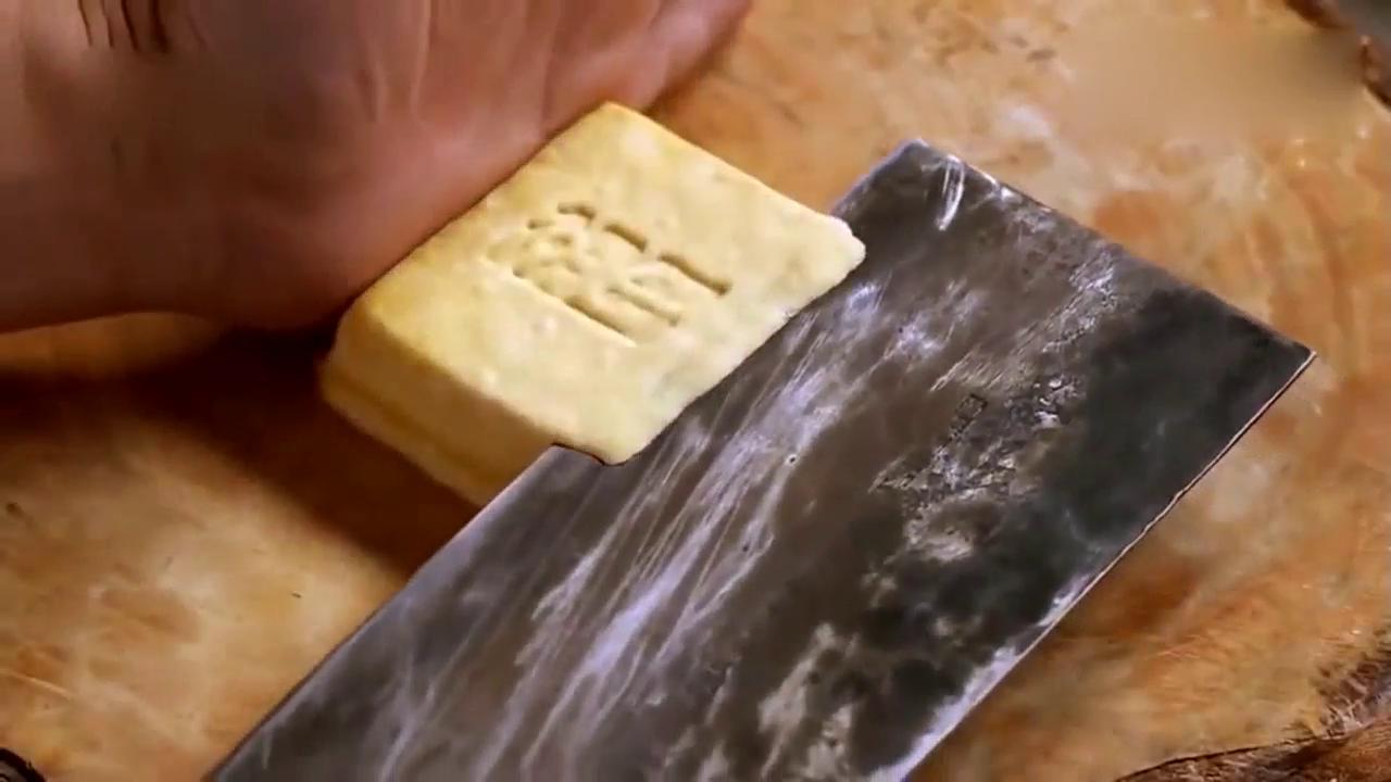 切成丝的豆腐还不断,这样刀工不多见了