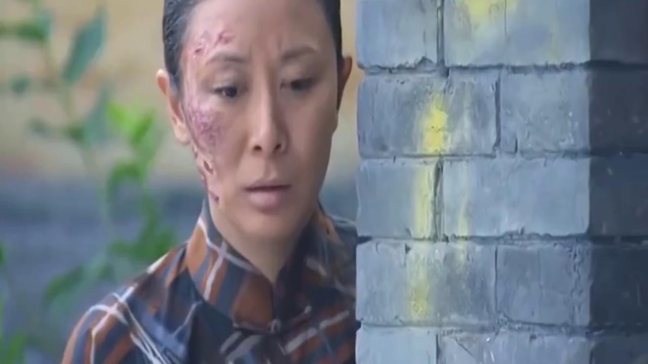 大妈烧伤了脸,偷偷跟踪多年不见的儿子,却被儿子发现,她慌了
