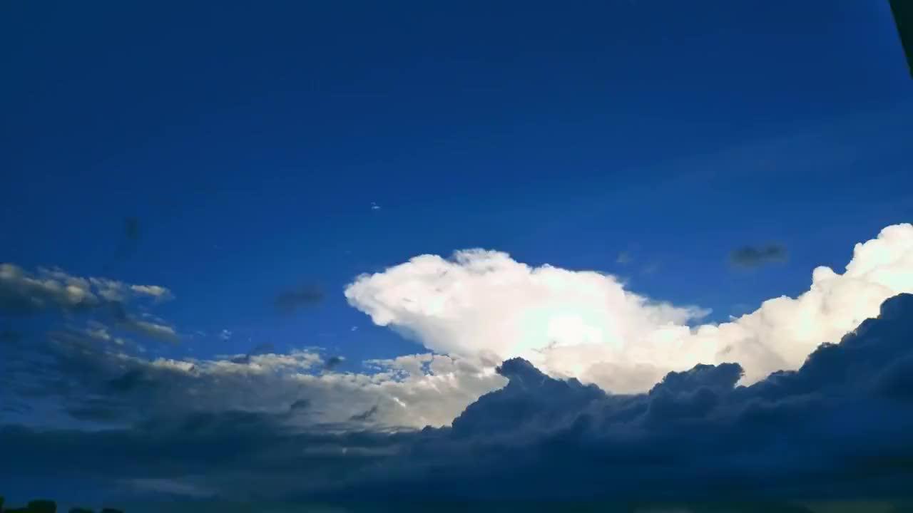 绵阳天空一道亮景