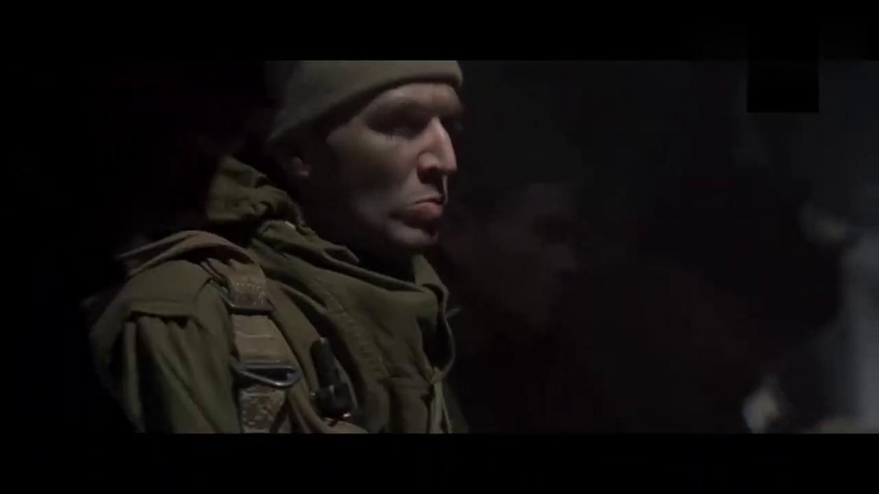 特种小分队空降德军腹地,还未跳伞机上队友就被高射机枪打死