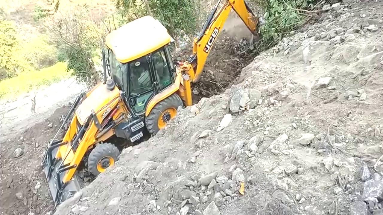 新JCB Ecoxcellence反铲装载机和陡坡新轨道