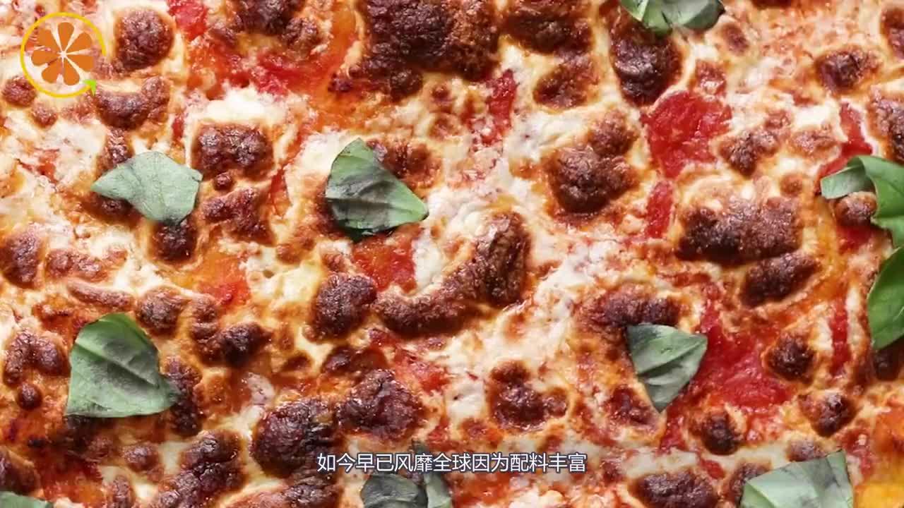 在餐厅点份披萨竟端上个发霉面包气得发火服务员却笑着切开