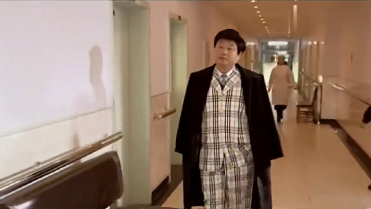 马大帅:彪哥穿西服打领带,假发头上戴,暴发户模样实在太逗!