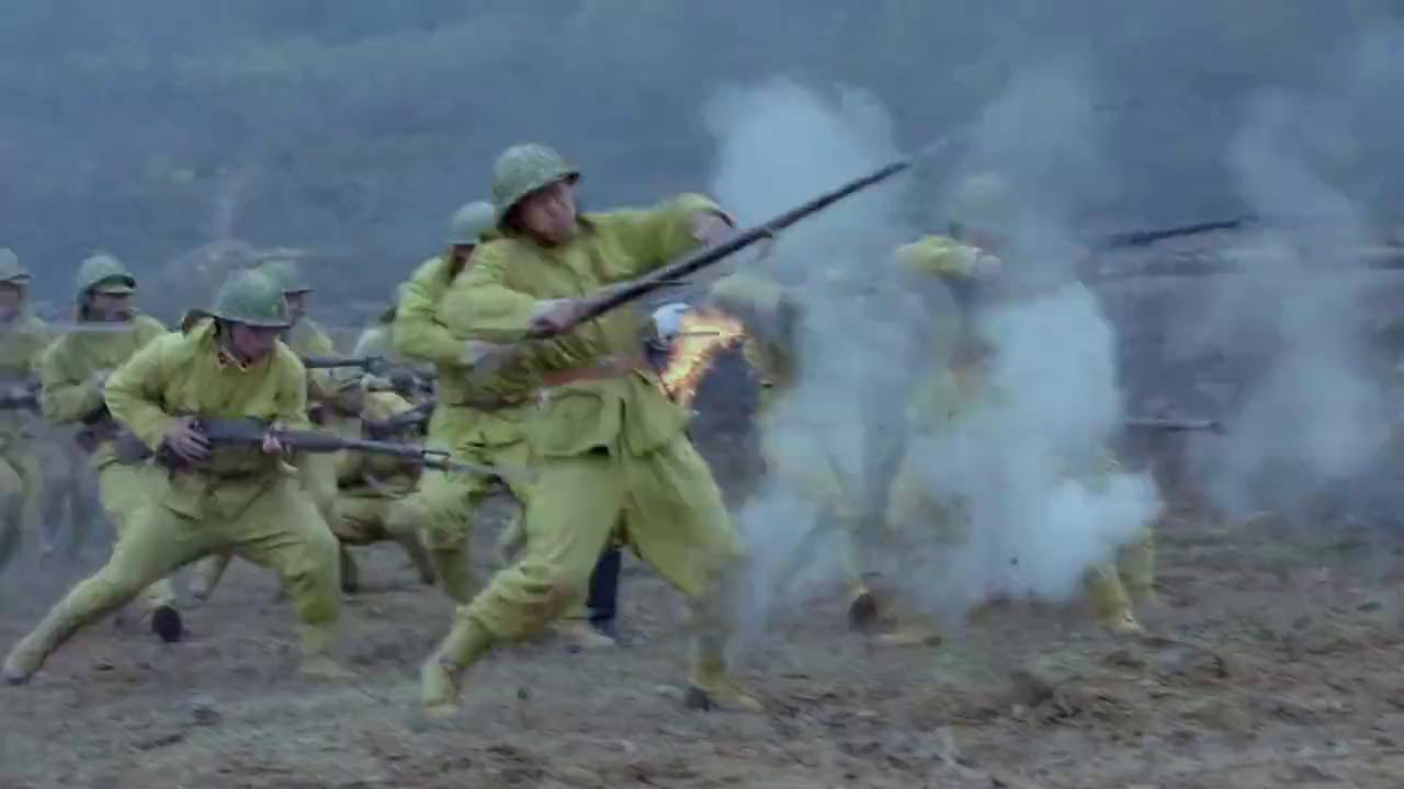 鬼子军队步步紧逼,将士们能否守住阵地?另一边葬礼开始