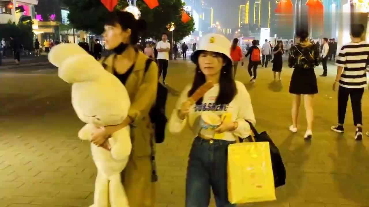 都说到杭州旅游晚上不知道去哪里玩新开了一条步行街全国最大