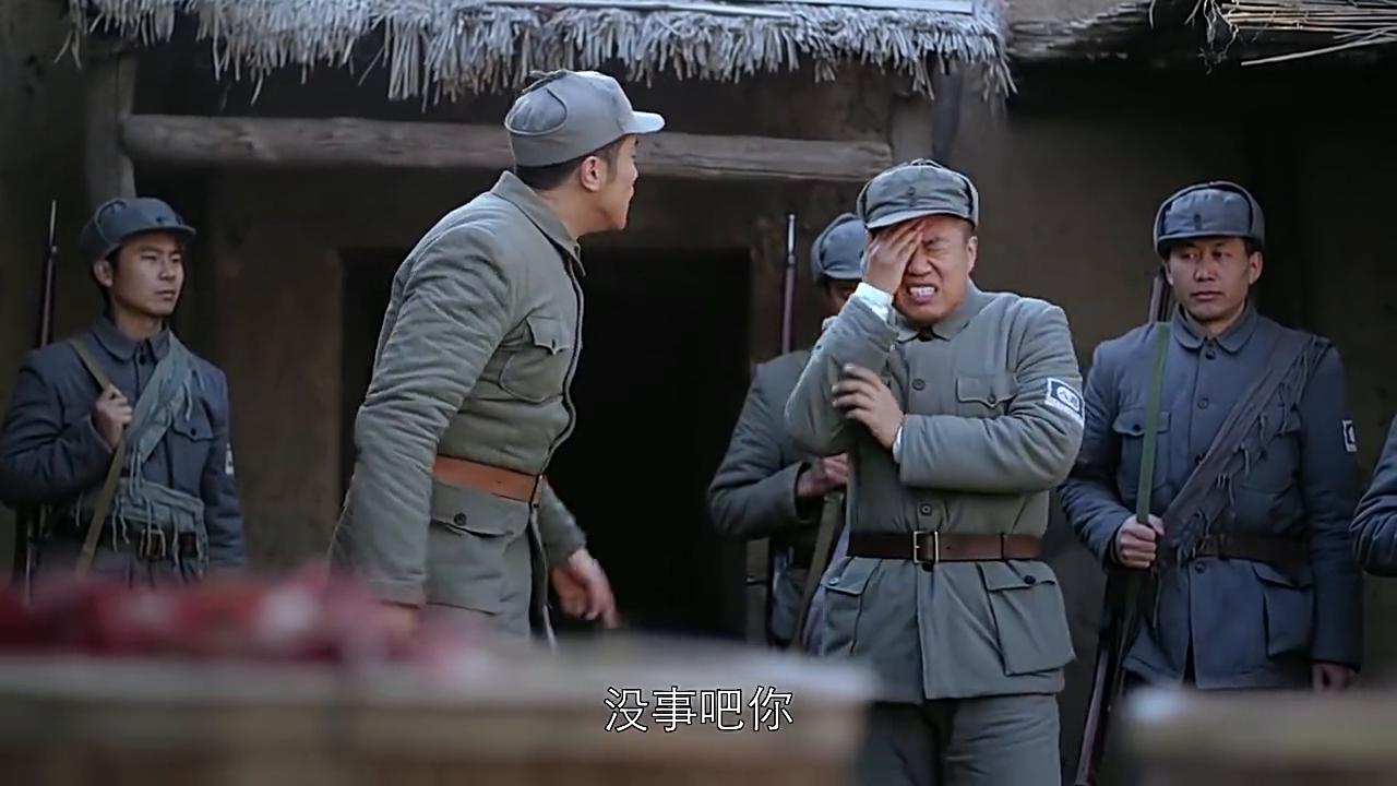 队长在打仗联系不上,小伙以为出事了,战友:狗嘴里吐不出象牙!