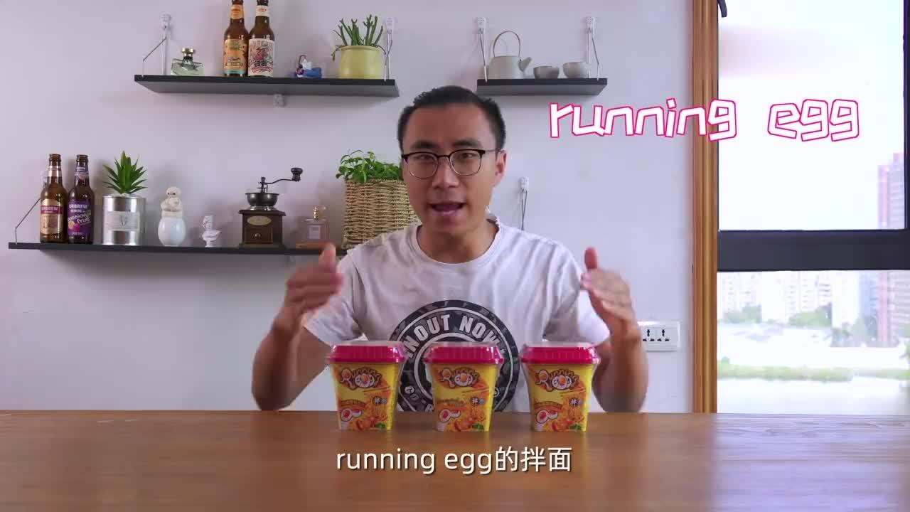 武汉小伙试吃网红拌面这种咸蛋黄口味还是首次见赶快拔草