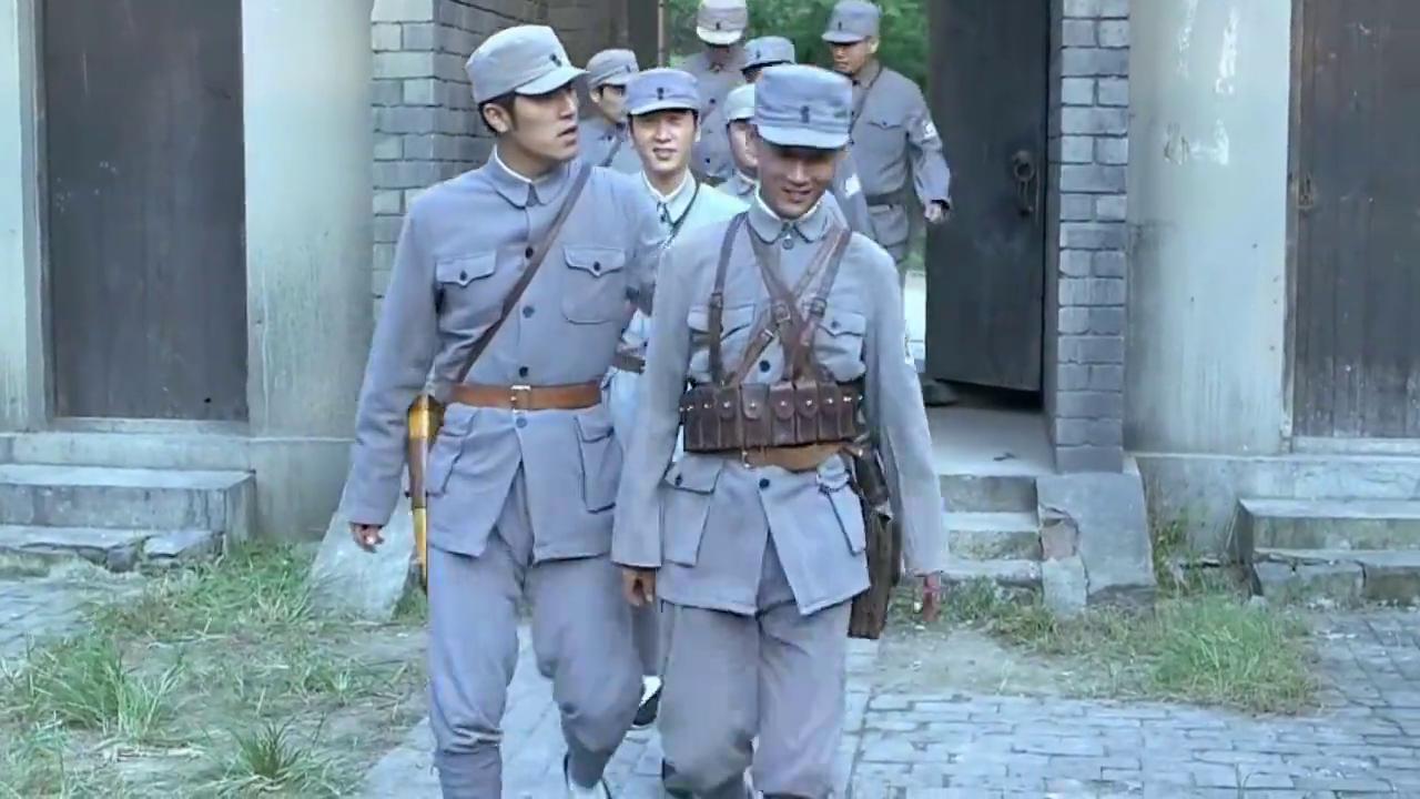 雪豹坚强岁月二十一集:团长为了突击济困护国,直接让手下交配枪