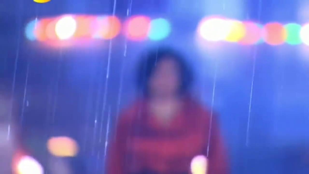 心机女倒在大街上,用雨水清洗摧残的身子,真是报应