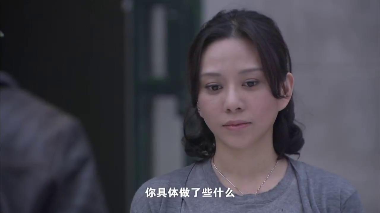 女子被警察问的哑口无言,与毒贩刘军有染,其丈夫却及时来解围