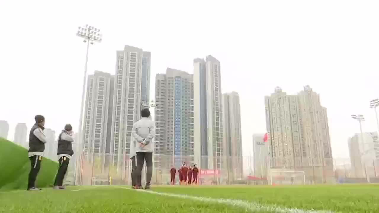 备战东京奥运会预选赛中国女足重新集结贾秀全吴海燕接受采访