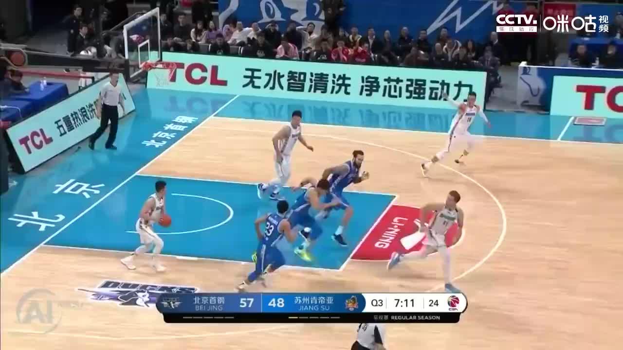 北京首钢VS苏州肯帝亚一气呵成翟晓川转换进攻上篮球进