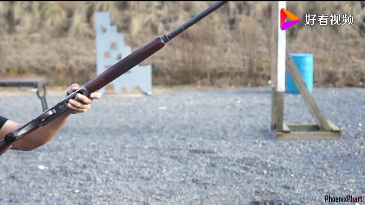 早期的半自动霰弹枪,加装紫色霰弹,拉栓声音清脆,户外射击测试