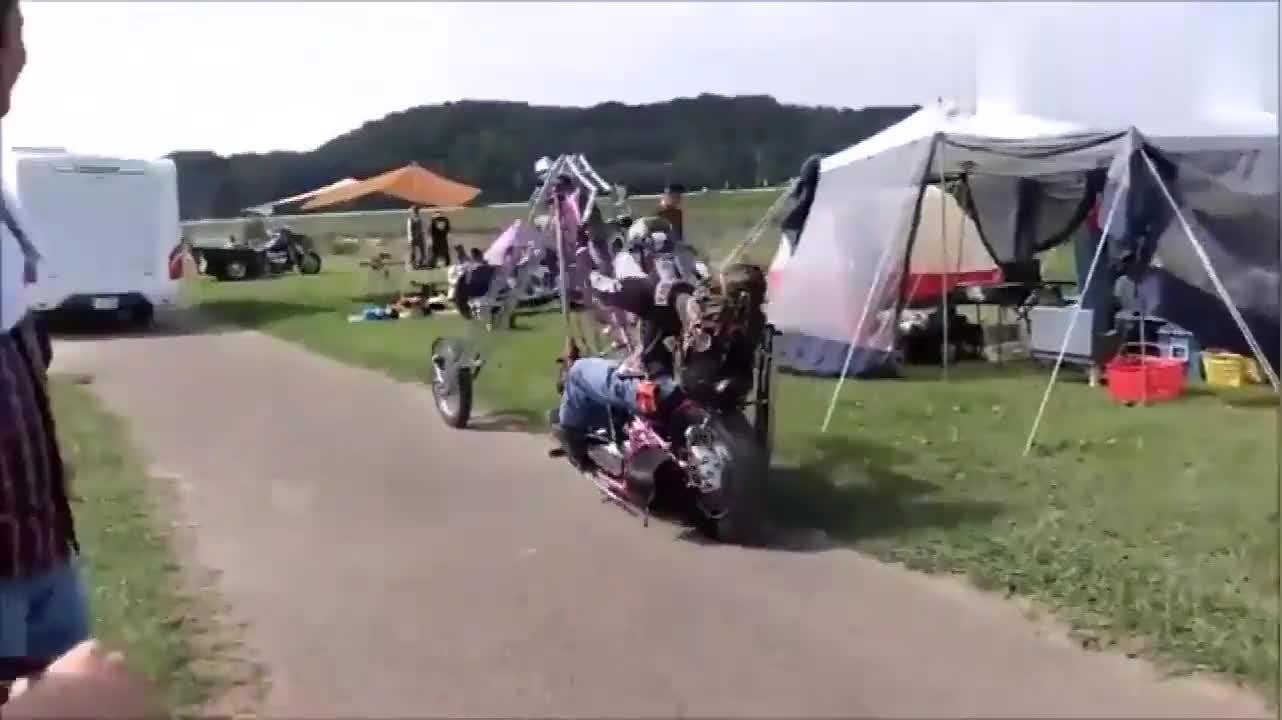 土豪标配哈雷重机摩托车头就达3米没点技术真驾驭不了