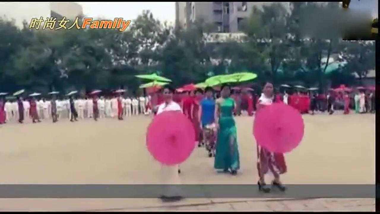 韩国美女第一次体验中国旗袍,就被彻底征服了!