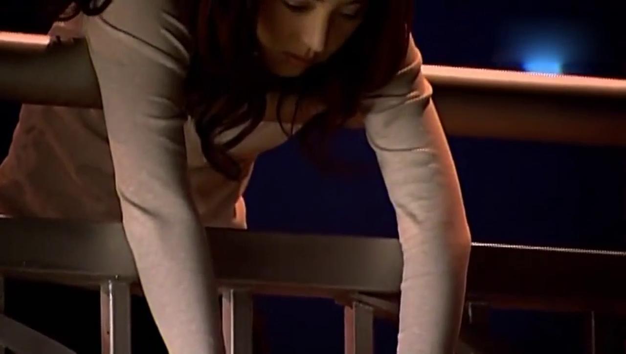 董璇一个人伤心的在天桥上,唐嫣以为她要跳河,这误会大了