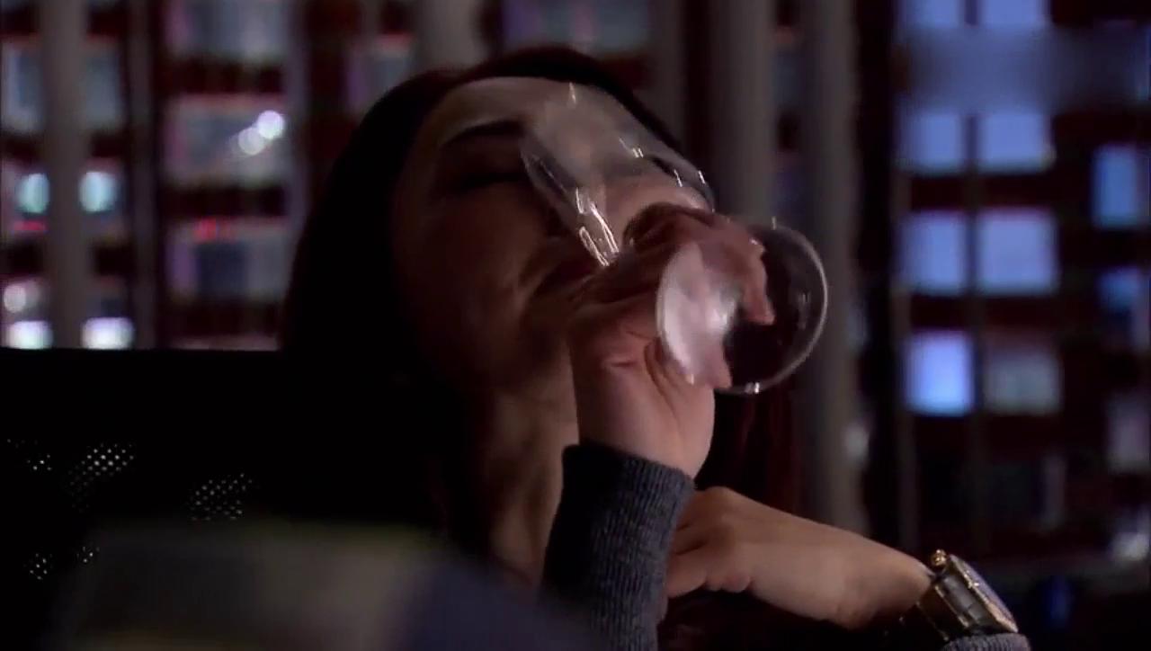 董璇喝的烂醉,因为只有这样她才有勇气向胡歌表白