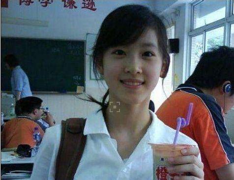 奶茶妹妹和刘强东 网友表示真爱的两人很幸福