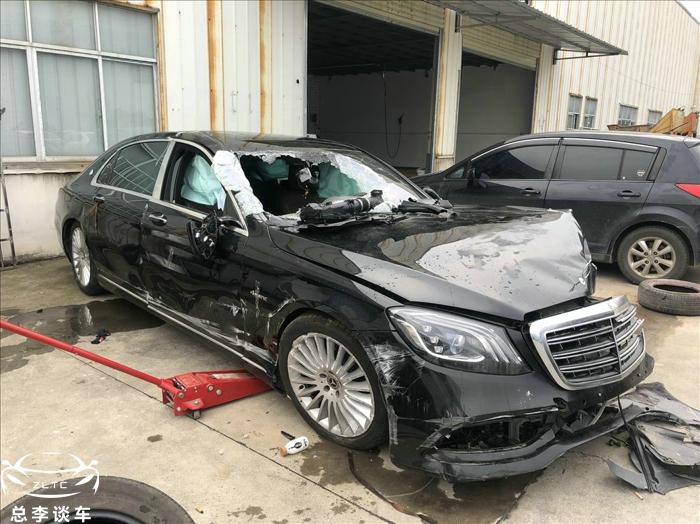 迈巴赫S撞报废,外观面目全非,没维修价值的车,为什么抢手?