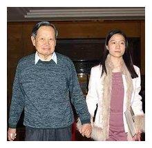 轰动全球的老少恋闪电般结束,81岁富商真是赔了夫人又送钱