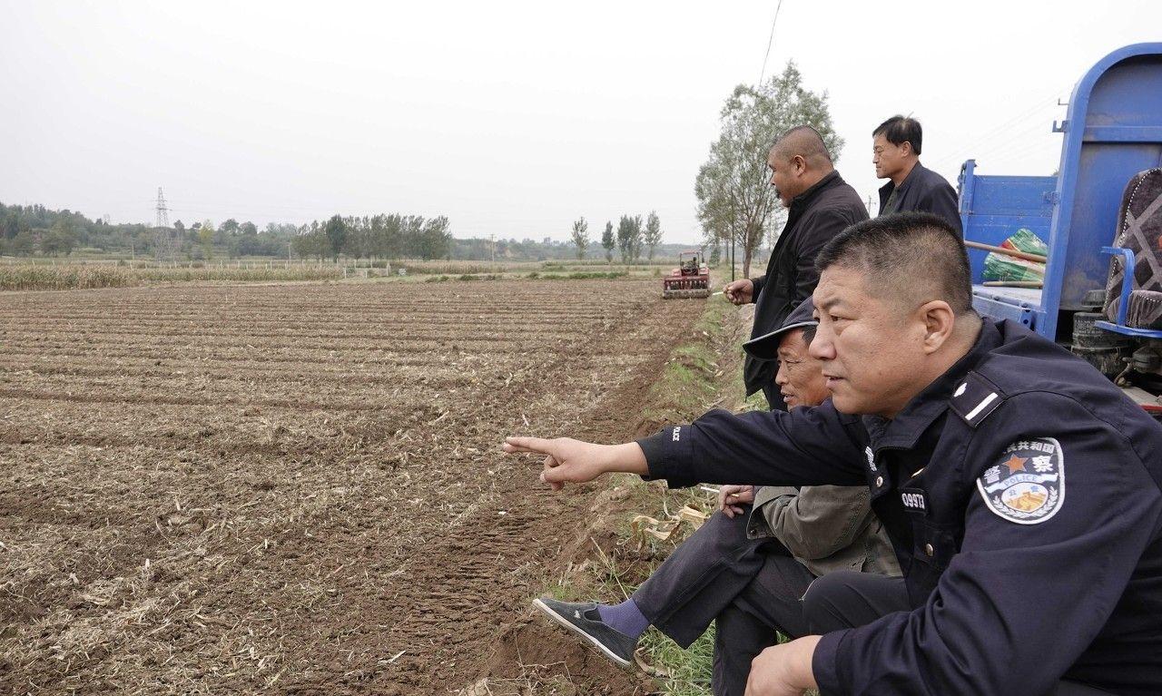 驻村民警当第一书记,引进黑小麦,助力贫困户抱团脱贫