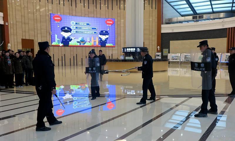 武隆区公安局白马山所开展景区反恐防暴培训演练