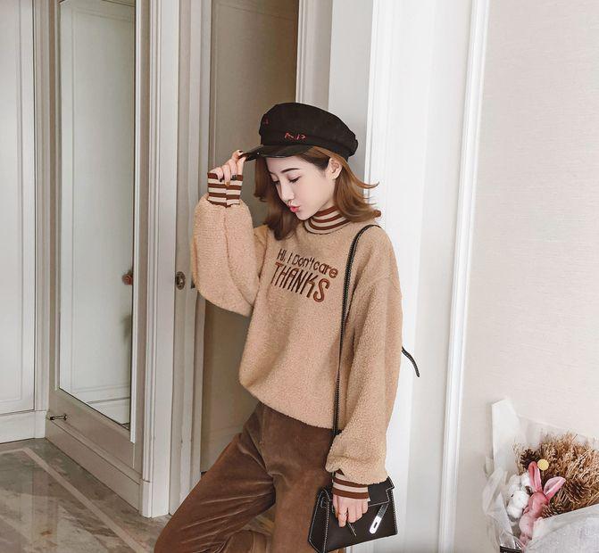 潮流街:字母刺绣宽松港味上衣,时髦减龄显气质,提气色