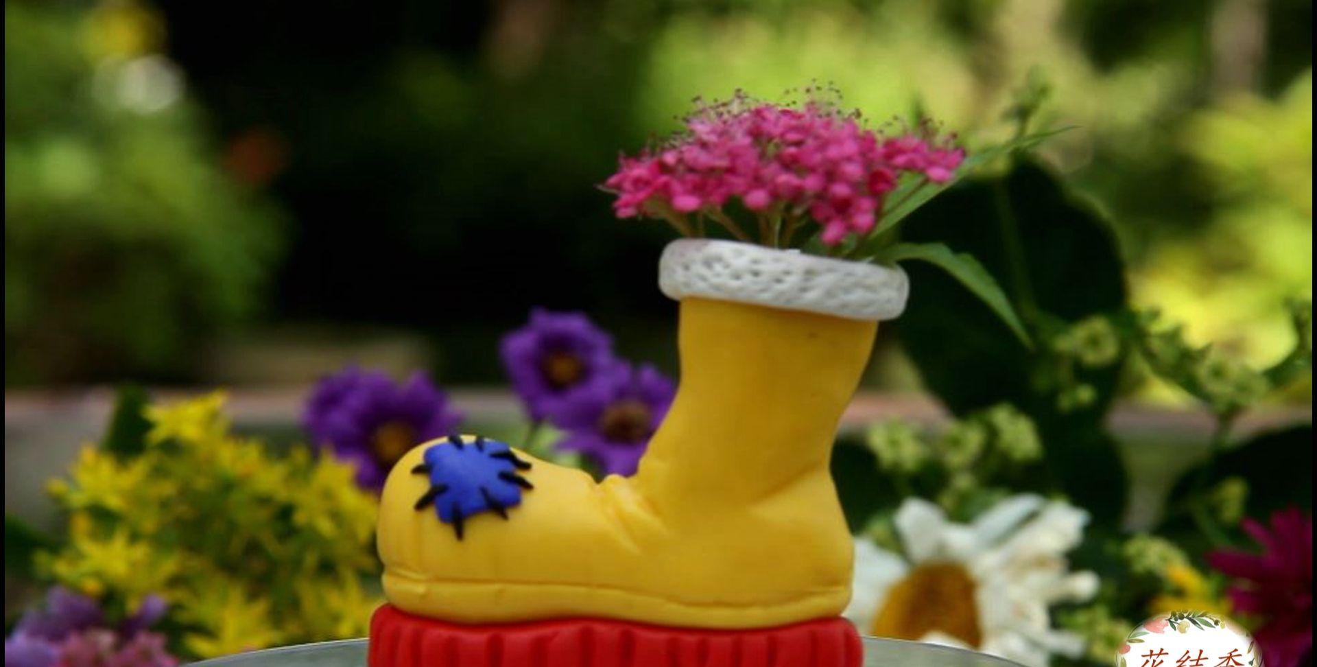 手工DIY:软陶做个小靴子,既是迷你花瓶,也是个可爱的笔筒