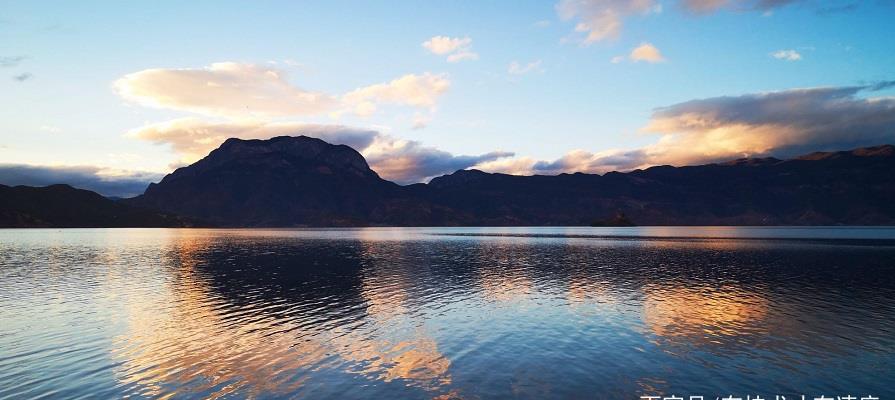 闲上山来看野水,忽于水底见青山,我与普拉多的泸沽烟水之行