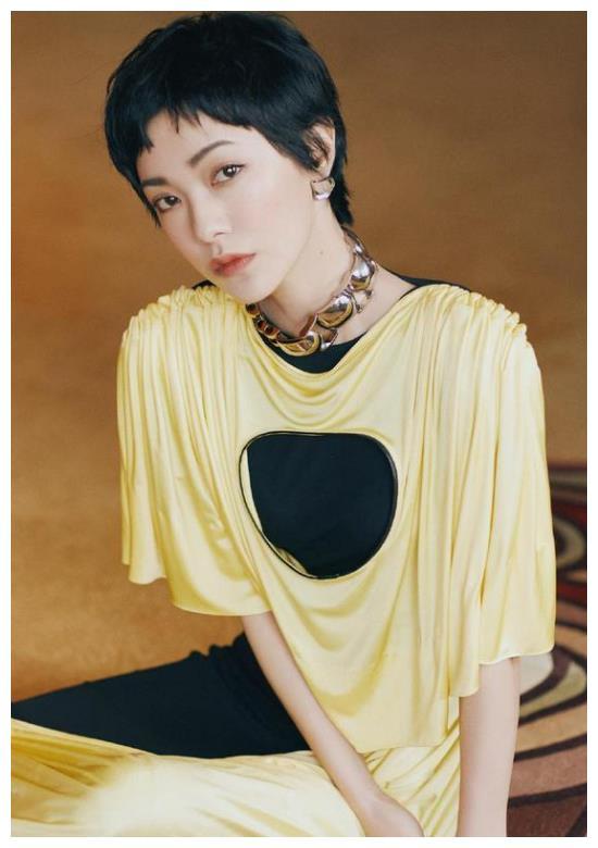 郭采洁158,被称为时尚界女王,这身打扮张扬显性格