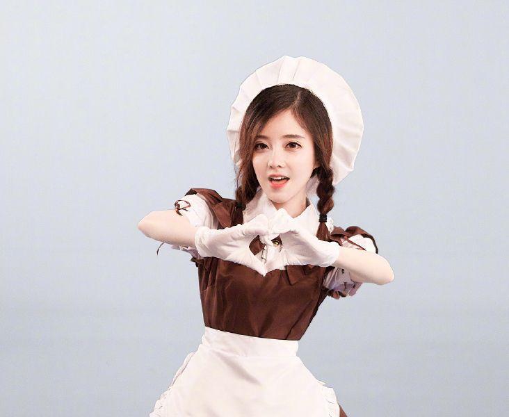 冯提莫穿女仆装的样子很美吗?那是你没见过她穿旗袍的样子!