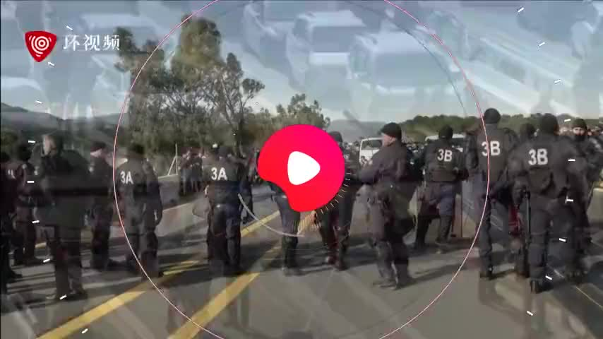 加独示威者堵塞西法边境公路两国警方现场拘捕十几人