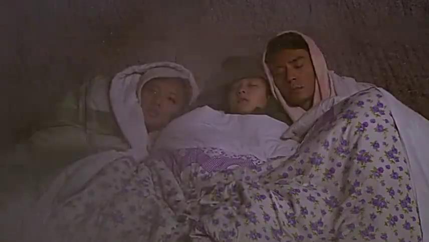 哥仨在冷库睡觉无人知,有人按下开关后差点被冻死