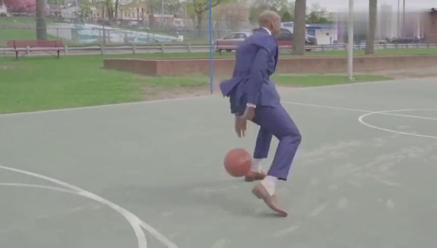 马布里:穿着西服站在篮球场边什么感觉?