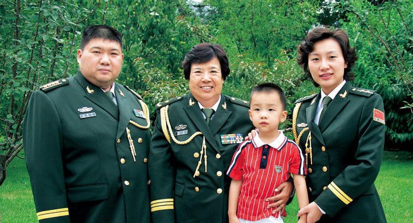 毛新宇与母亲的珍贵合影照